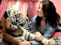 /58d688d68d-teen-girl-sleeps-with-pet-tiger
